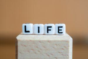 人生とは?哲学者の名言から学ぶ生き方。人生に疲れた・辛いと感じる人におすすめ